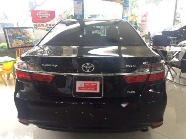 Cần bán xe Toyota Camry 2.0E năm 2015, màu đen