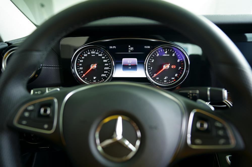 Bán Mercedes-Benz E250 Trắng 2018, cũ chính hãng tốt nhất, 9999 km