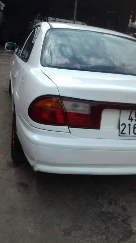 Bán xe Mazda 323 sản xuất năm 2000, màu trắng