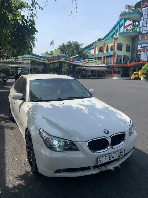 Chính chủ bán xe BMW 5 Series 530i sản xuất 2004, màu trắng, xe nhập