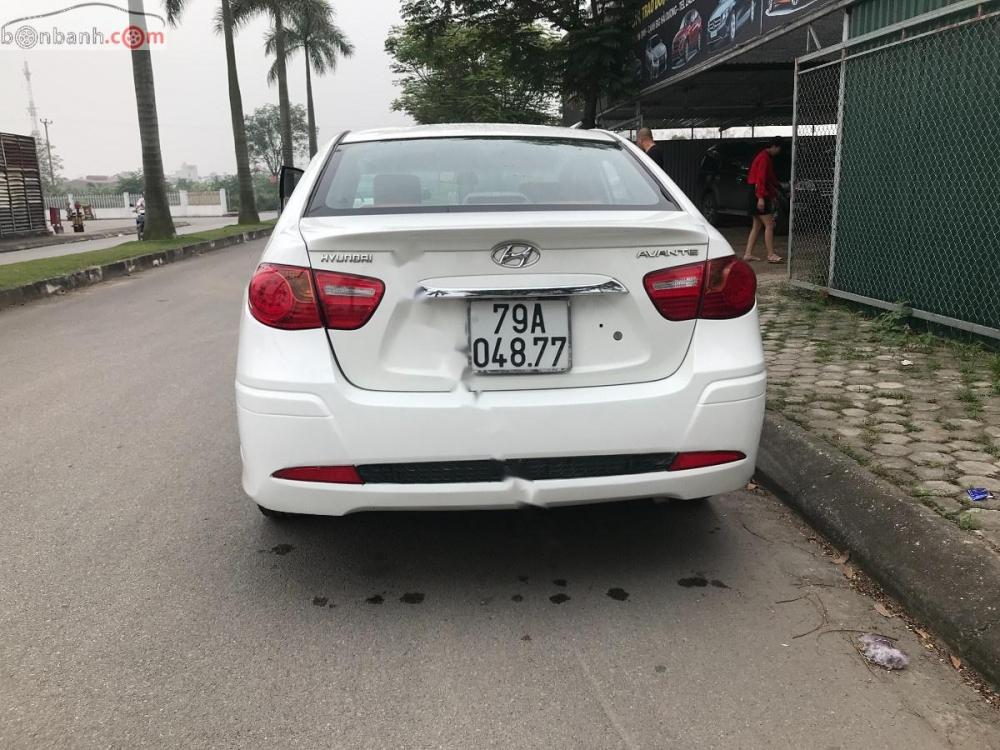 Bán ô tô Hyundai Avante 1.6MT đời 2013, màu trắng xe gia đình