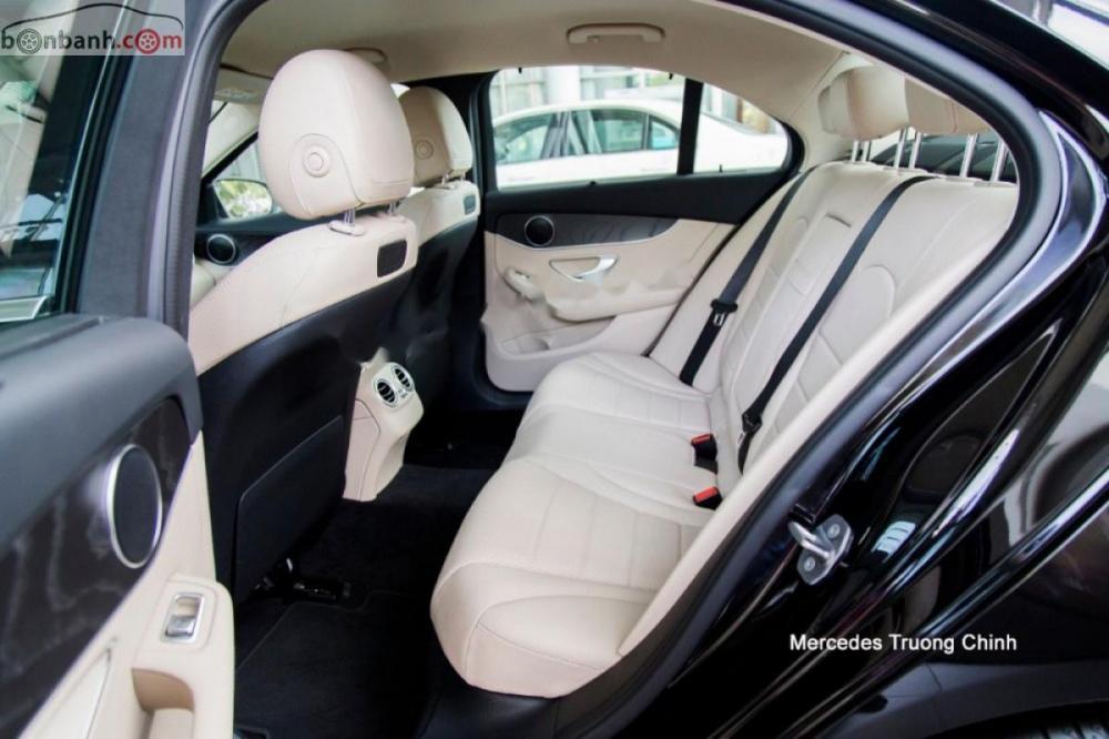 Bán xe Mercedes C200 Exclusive đời 2019, màu đen