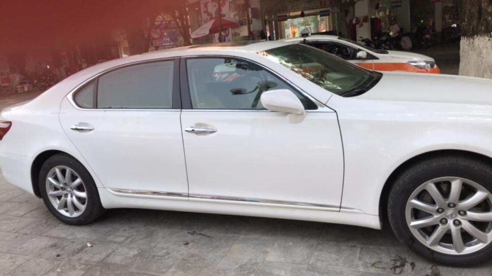 Cần bán xe Lexus LS LS460L sản xuất 2010, màu trắng, nhập khẩu