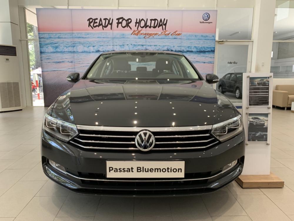 Bán xe Volkswagen Passat năm 2018, màu đen, nhập khẩu nguyên chiếc