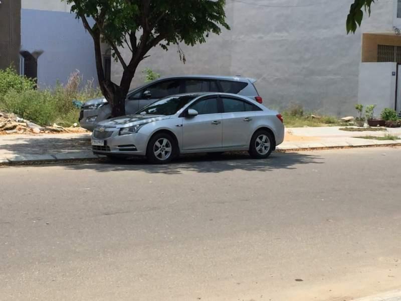 Bán gấp Chevrolet Cruze LTZ đời 2011, màu bạc, số tự động