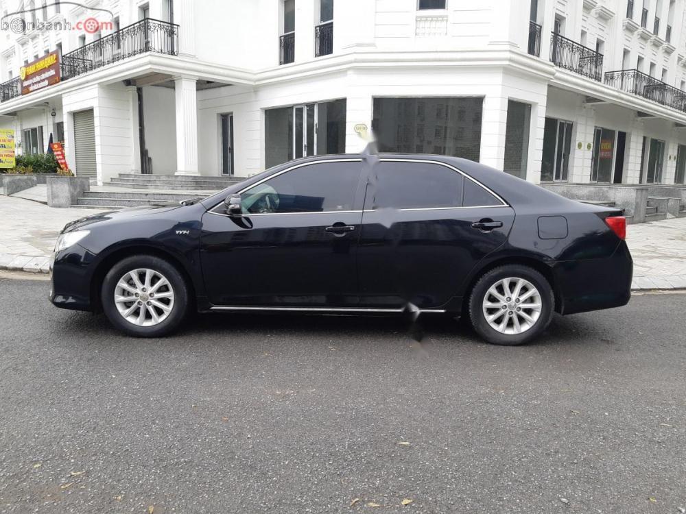 Bán Toyota Camry 2.0E 2013, màu đen, xe gia đình