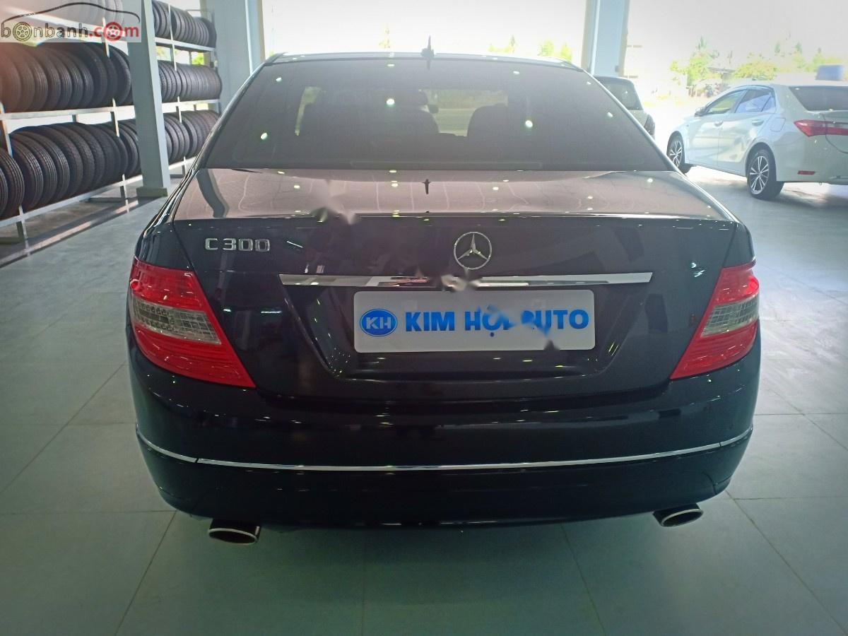 Cần bán lại xe Mercedes C300 đời 2010, màu đen