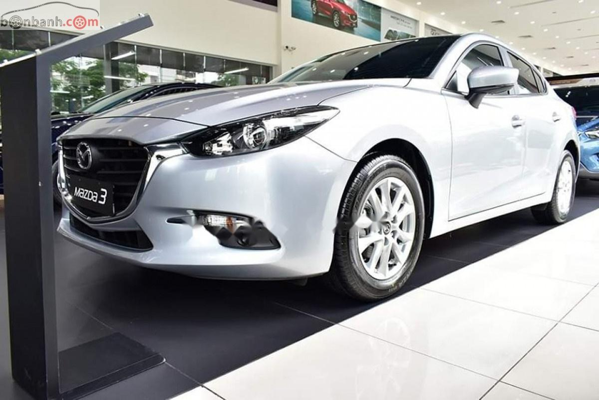Cần bán Mazda 3 Facelift đời 2019, màu bạc, giá 649tr