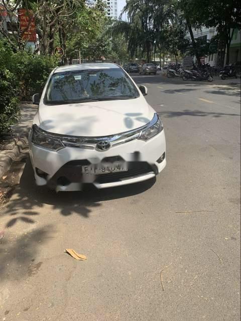 Cần bán Toyota Vios đời 2016, màu trắng, giá 420tr