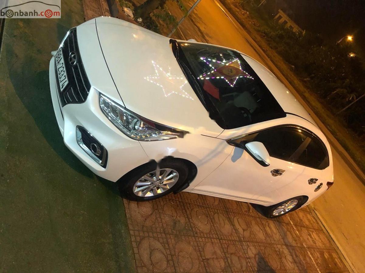 Bán Hyundai Accent 1.4 MT 2019, màu trắng số sàn giá cạnh tranh