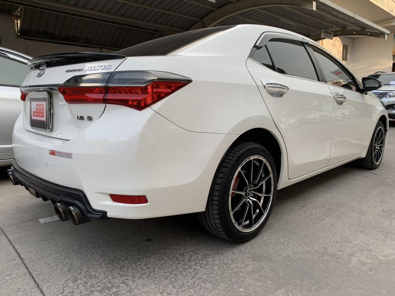 Cần bán gấp Toyota Corolla altis 1.8G năm 2018, màu trắng giá cạnh tranh