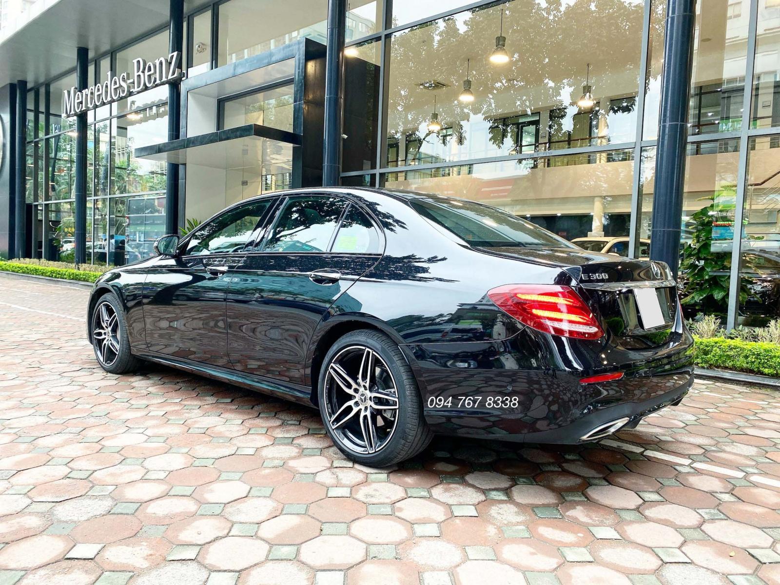 Xe lướt chính hãng - Mercedes E300 2020 màu đen chạy 3.000km giá cực tốt