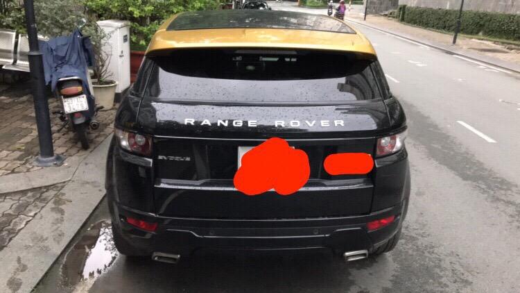 Bán xe Evoque model 2015 màu đen.