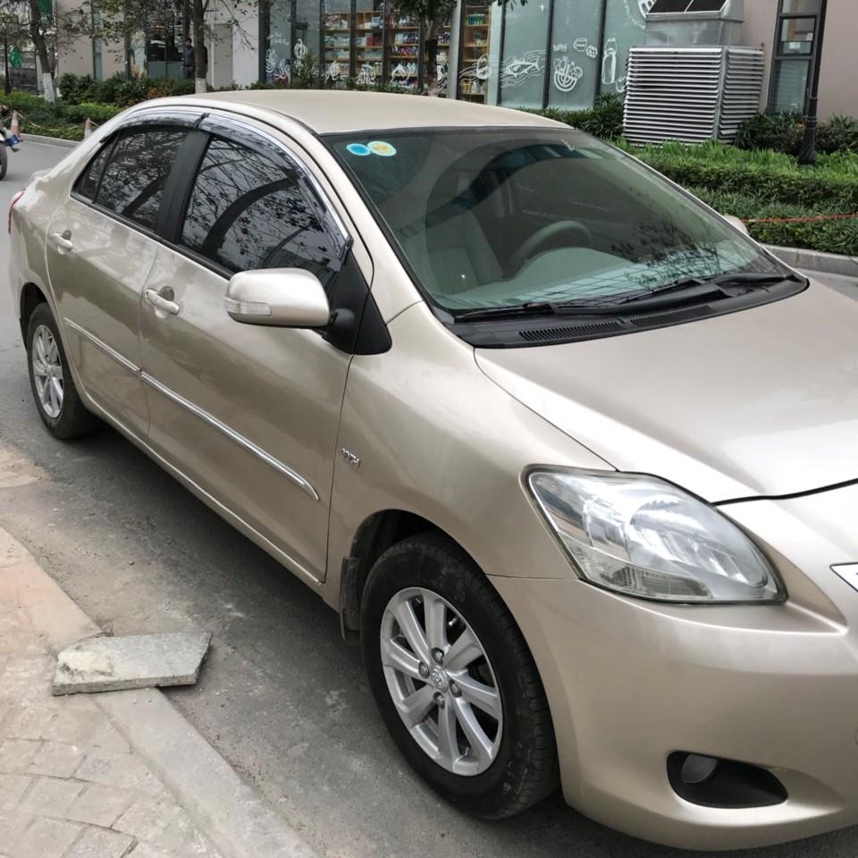 Bán xe Toyota Vios màu cát, sx 2014, xe chính chủ cực đẹp