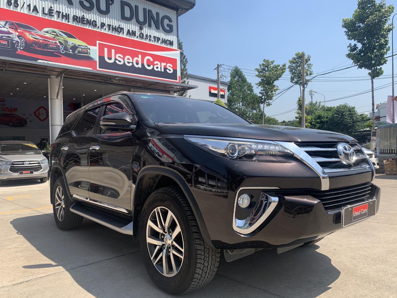 Cần bán gấp Toyota Fortuner 2.8AT8 4x4 đời 2018, màu nâu