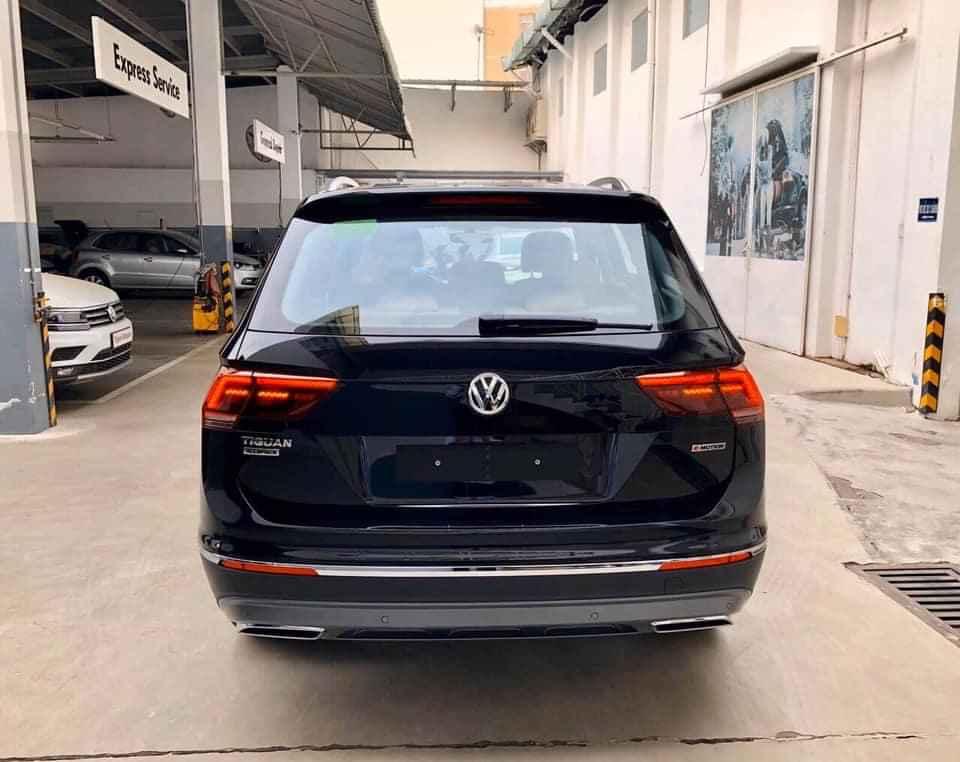 Volkswagen Tiguan Topline, nhập khẩu, màu đen, tặng quà hấp dẫn