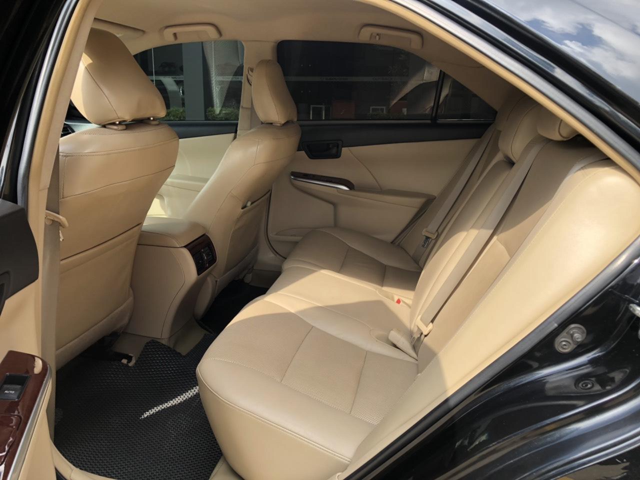 Cần bán gấp Toyota Camry 2.0E đời 2013, màu đen, giá còn fix đẹp