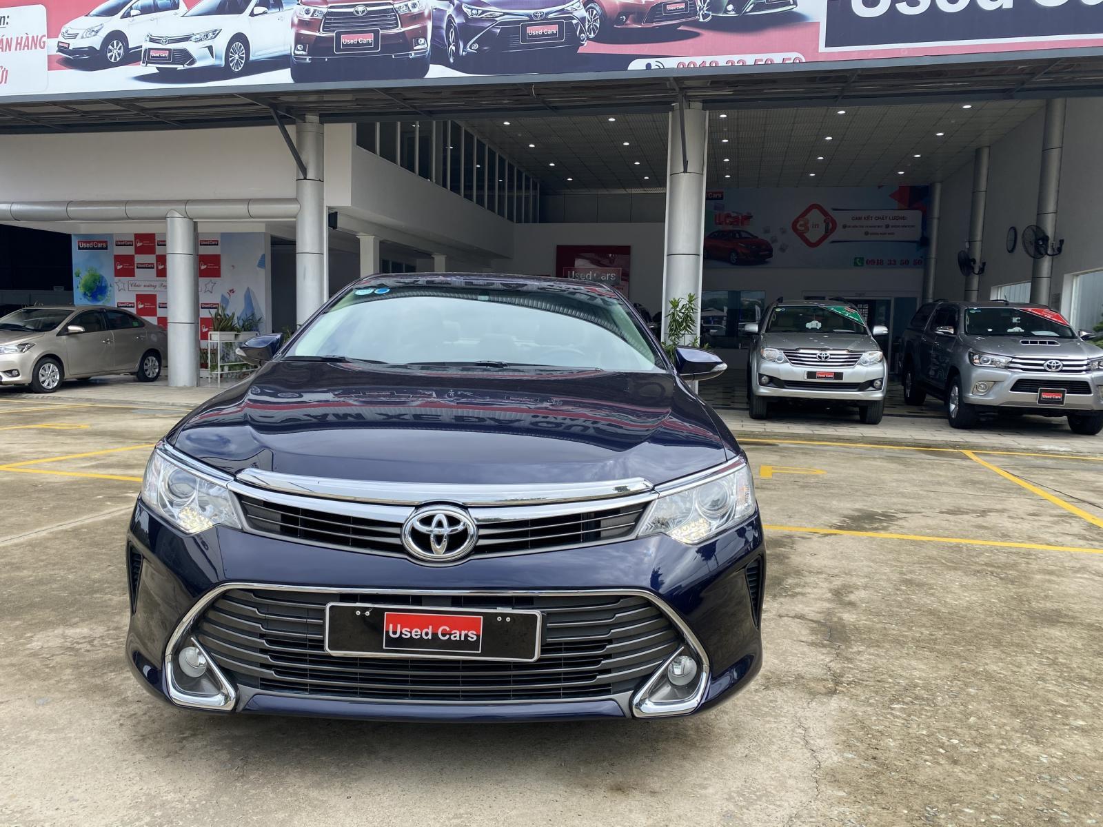 Cần bán Toyota Camry 2.0E đời 2016, màu xanh lam