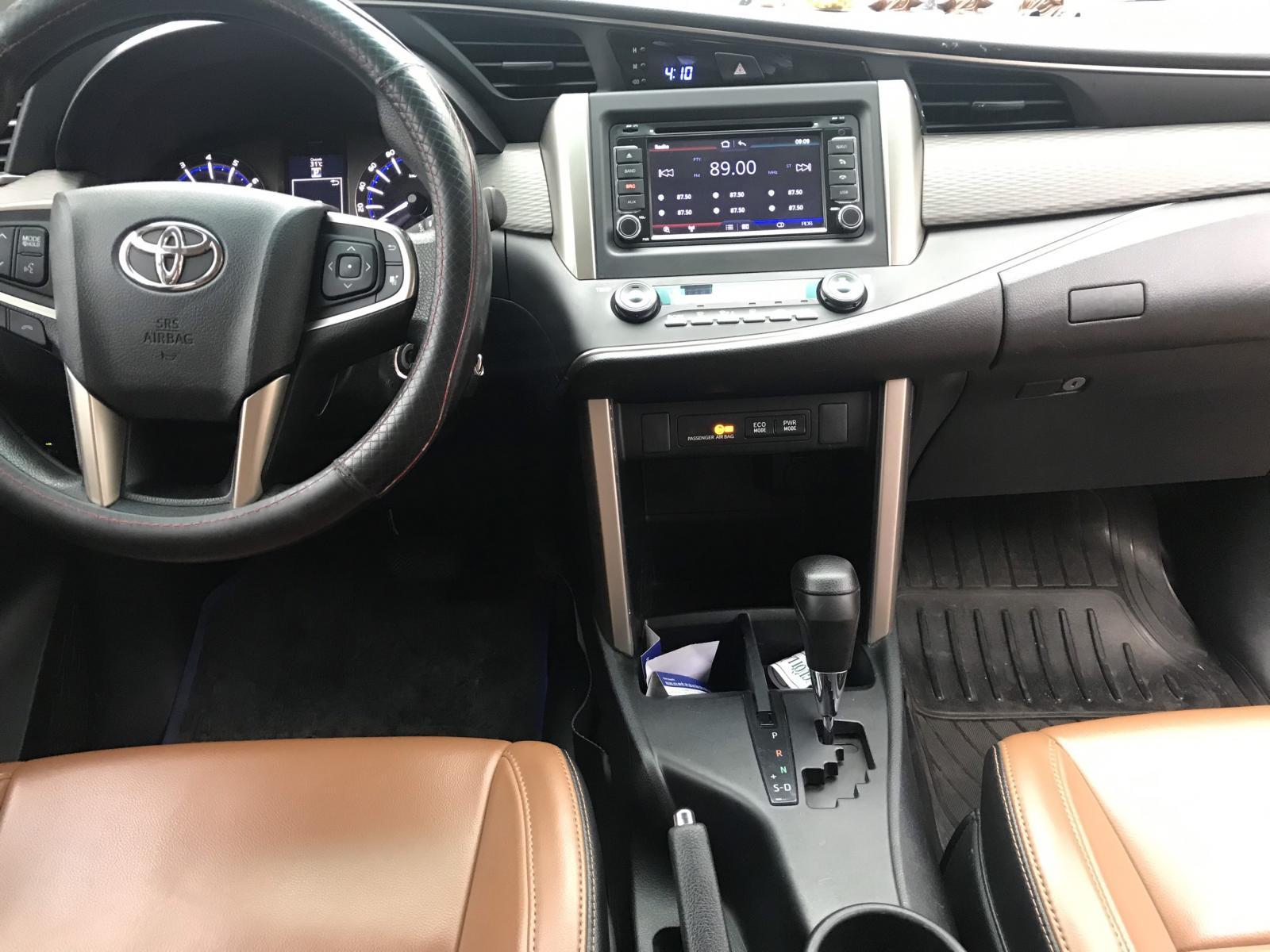 Cần bán xe Toyota Innova G đời 2017, màu đồng ánh kim siêu đẹp