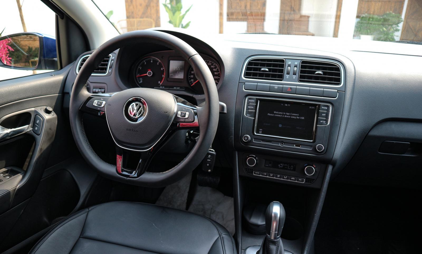 Volkswagen Polo năm 2020, màu trắng, nhập khẩu nguyên chiếc, giá tốt