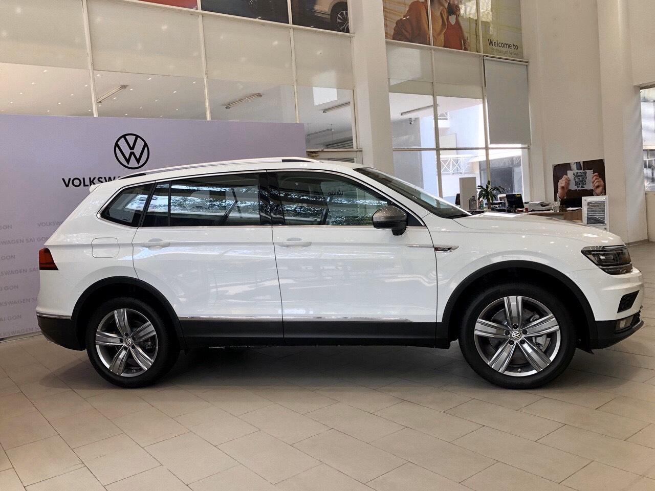 Cần bán xe Luxury Topline sản xuất 2019, màu trắng, nhập khẩu chính hãng