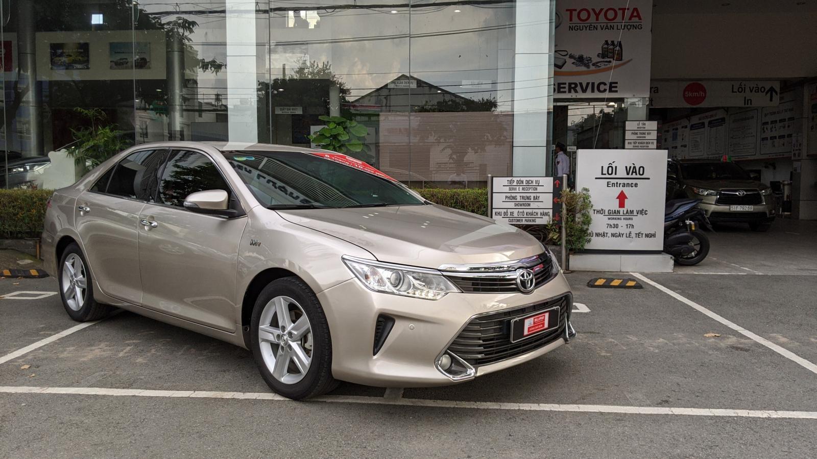 Cần bán xe Toyota Camry 2.5Q sản xuất 2016, màu nâu, giá chỉ 930 triệu