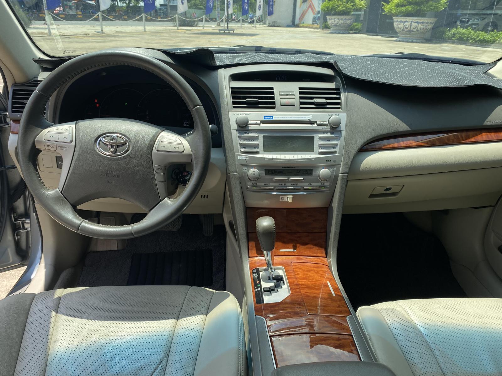 Bán ô tô Toyota Camry 2.4G sản xuất 2010, màu bạc, giá tốt, xe siêu lướt