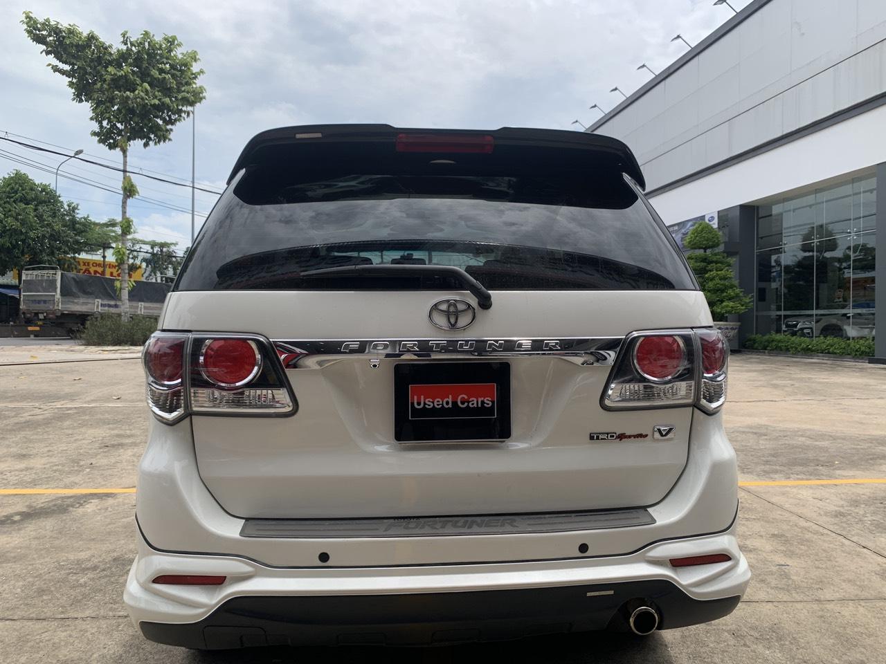 Bán xe Toyota Fortuner V TRD phiên bản thể thao năm 2016, màu trắng, giá còn fix đẹp