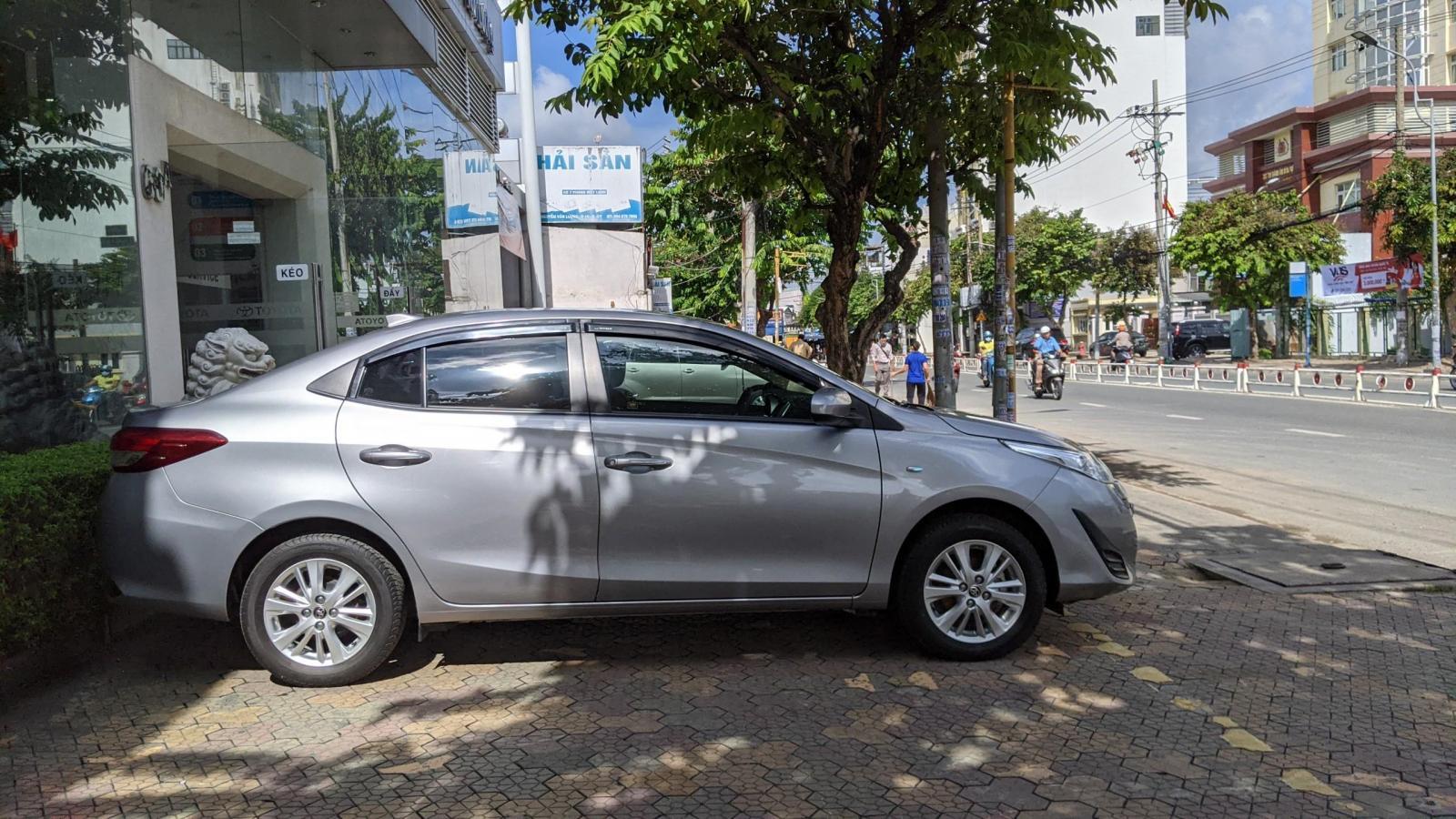 Cần bán xe Toyota Vios E số sàn năm 2019, màu bạc, giá còn fix mạnh