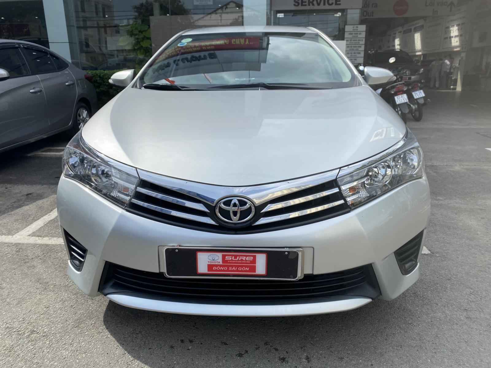 Cần bán gấp Toyota Corolla Altis 1.8G MT đời 2015, màu bạc, giá tốt