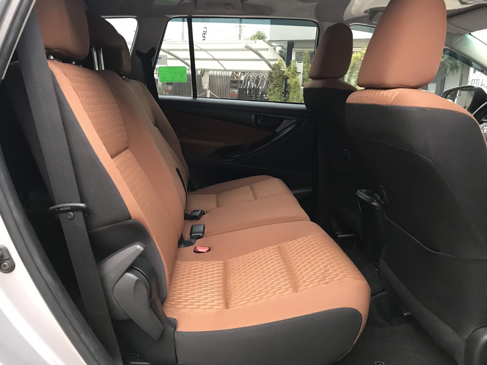Bán xe Toyota Innova E đời 2019, màu bạc Biển SG Chất Như Mới -Giá CỰc Đẹp