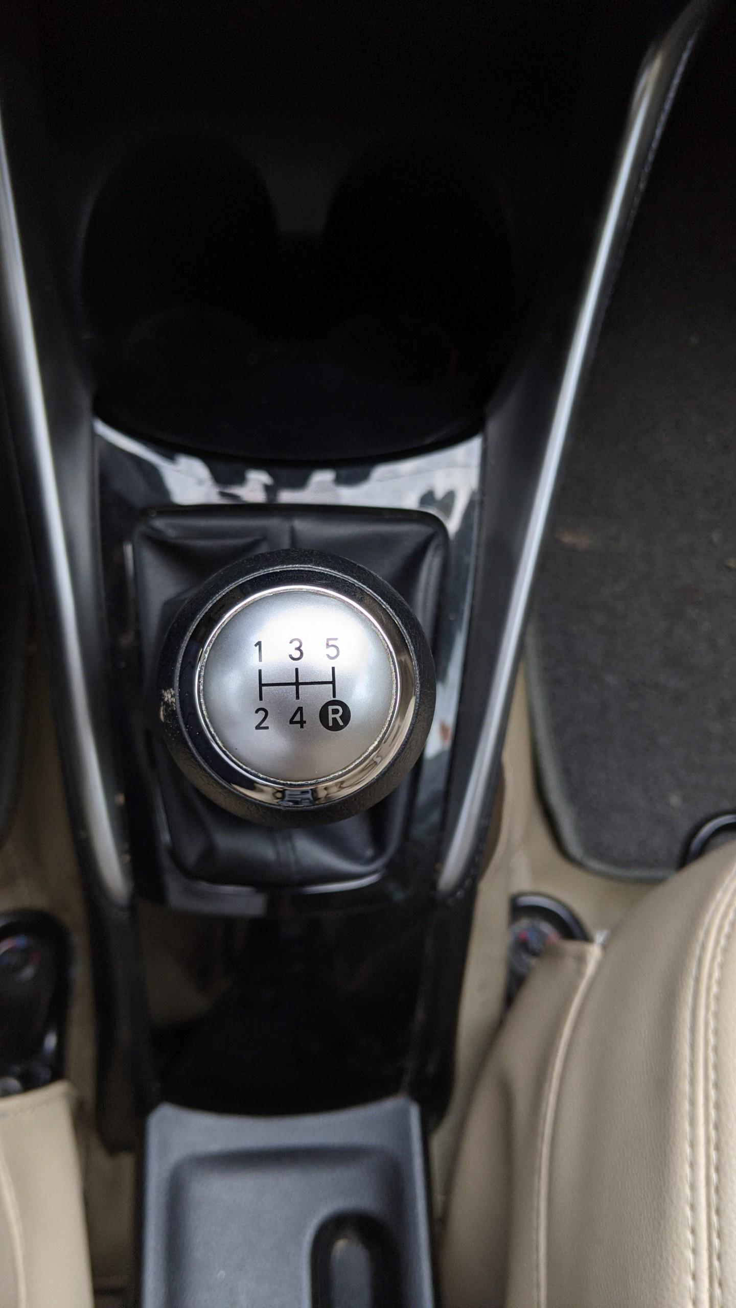 Bán Toyota Vios E MT đời 2018, màu nâu vàng, lướt 13.000km giá cực sốc