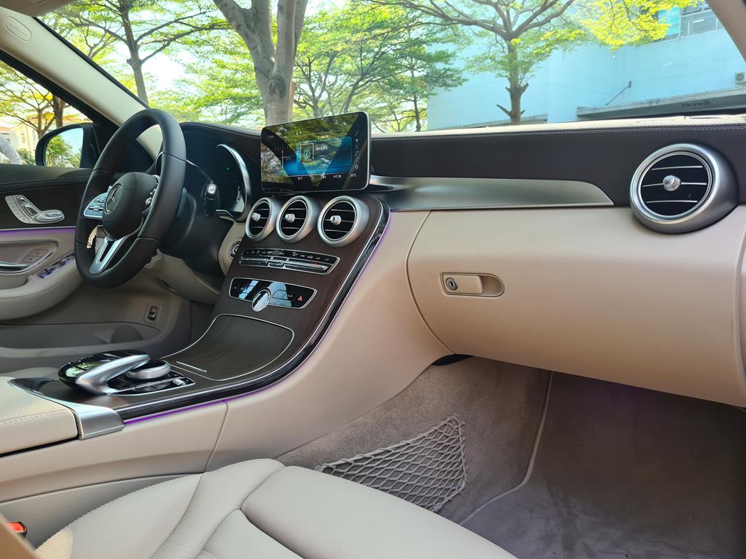 Cần bán gấp Mercedes 2020, màu đen
