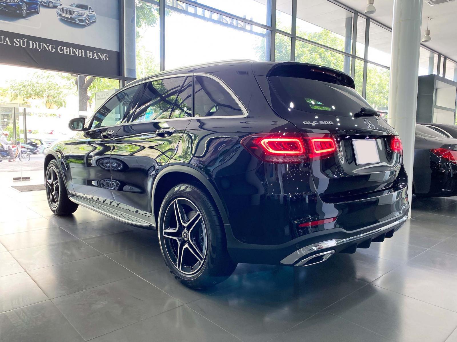 Bán Mercedes GLC300 2021 màu đen xe đã qua sử dụng chính hãng, rẻ hơn mua mới tới 300tr, hỗ trợ trả góp 80%