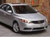 Cần bán gấp Kia Forte đời 2011, màu bạc, nhập khẩu nguyên chiếc giá 300 triệu tại Bình Dương