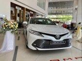 Cần bán Toyota Camry năm sản xuất 2019, màu trắng, nhập khẩu giá 1 tỷ 243 tr tại Cần Thơ