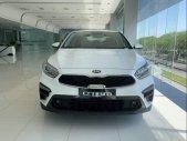 Bán ô tô Kia Cerato sản xuất 2019, màu trắng, giá chỉ 589 triệu giá 589 triệu tại Tp.HCM