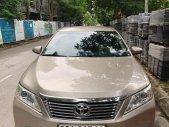 Cần bán lại xe Toyota Camry 2.0E đời 2013, màu vàng xe gia đình, giá tốt giá 686 triệu tại Hải Dương