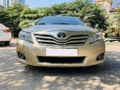Bán xe Toyota Camry LE đời 2010, màu vàng, nhập khẩu nguyên chiếc, giá 630tr giá 650 triệu tại Hà Nội