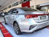 Bán ô tô Kia Cerato đời 2019, màu bạc, giá 559tr giá 559 triệu tại Nghệ An