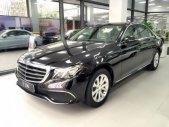 Mua xe giá thấp - Giao nhanh chiếc Mercedes-Benz E200, đời 2018, màu trắng, giao xe nhanh giá 2 tỷ 30 tr tại Tp.HCM