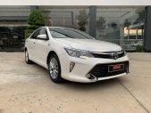 Cần bán lại xe Toyota Camry 2.5Q đời 2019, màu trắng, xe siêu lướt giá 1 tỷ 90 tr tại Tp.HCM