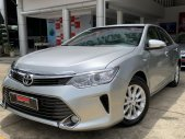 Cần bán gấp Toyota Camry 2.0E đời 2015, màu bạc chạy mới 66.000km, giá fix đẹp  giá 780 triệu tại Tp.HCM