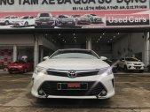 Cần bán lại xe Toyota Camry 2.0E đời 2016, màu trắng chạy 55.000km. Giá cực tốt giá 800 triệu tại Tp.HCM