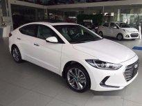 Bán xe Hyundai Elantra số tự động sản xuất năm 2018, màu trắng giá 669 triệu tại Tp.HCM