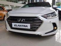 Cần bán Hyundai Elantra 2.0 AT 2019, màu trắng giá 645 triệu tại Tp.HCM