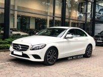 Cần bán gấp Mercedes C200 2019, màu trắng, chính chủ giá 1 tỷ 380 tr tại Hà Nội