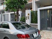 Bán ô tô Mercedes Benz E class E250 2013 màu bạc xe còn mới lắm giá 1 tỷ 100 tr tại Tp.HCM