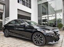 Cần bán gấp chiếc Mercedes C200 2019, màu đen, xe chưa lăn bánh giá 1 tỷ 410 tr tại Tp.HCM