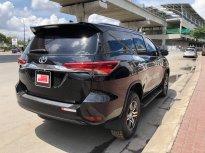 Cần bán Toyota Fortuner V 4x2 đời 2017, màu đen, giá giảm manh giá 990 triệu tại Tp.HCM